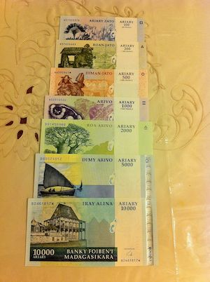 100, 200, 500, 1,000, 2,000, 5,000 and 10,000 Ariary  UNC 7 Banknote Set