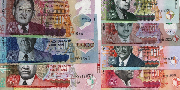 25, 50, 100, 200, 500, 1000 and 2000 Rupees  UNC 7 Banknote Set